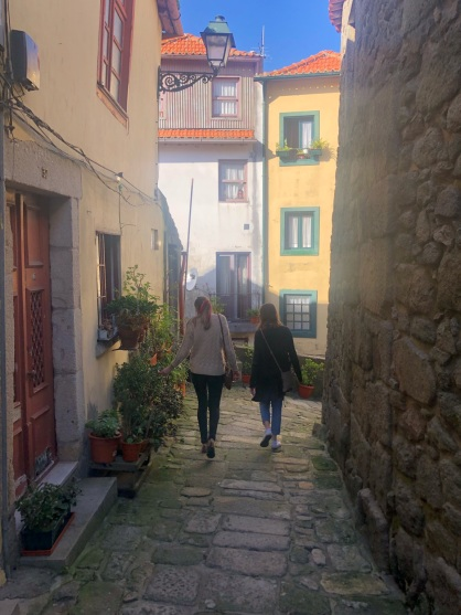 Strolling the alleyways of Porto